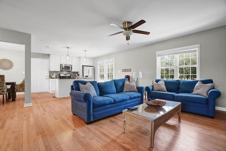 Modern, clean & minutes from Beach Mayfaire & UNCW