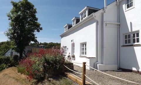 Aberporth Coastal Holidays, Cottage with Sea Views