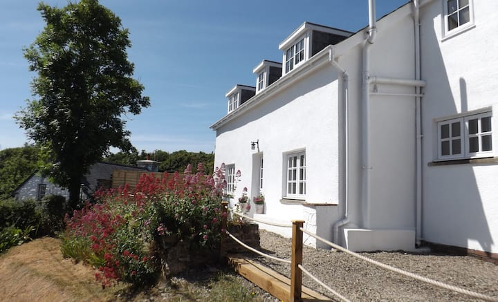 Aberporth Coastal Holidays, Cottage with Sea Views