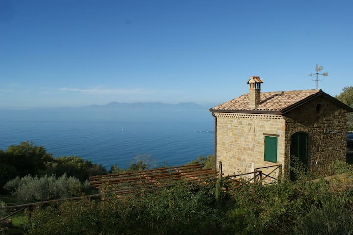 CILENTO PANORAMIC COUNTRYHOUSE ON THE SEA