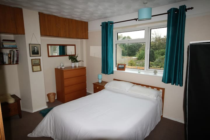 Double bedroom with  easy reach of local amenities