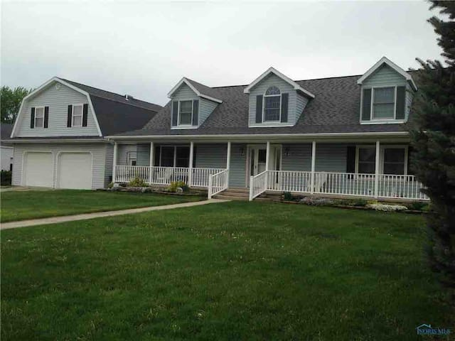 Whistle Stop Inn - 2 bedroom/1bath/private entry