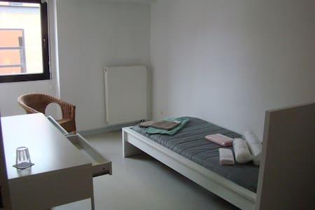 Petite chambre - petit prix. - Strasbourg
