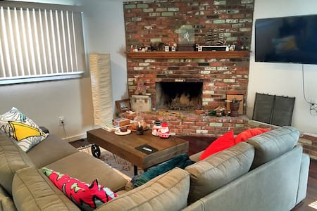 Newly Remodeled Cozy Room at Quite Neighborhood - Pomona - Huis