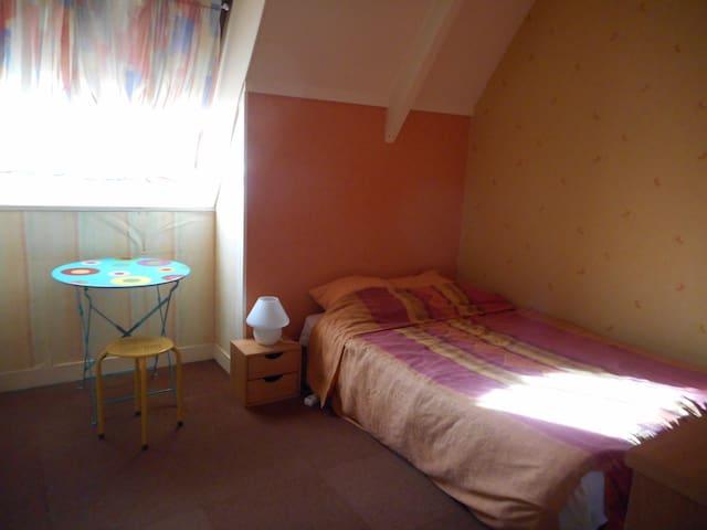 Une chambre en duplex