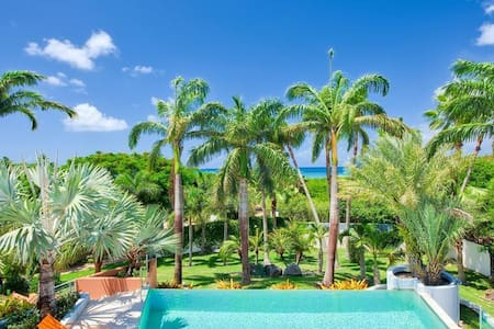 Exclusive Location, Heated Pool, Walk to the Beach, AC, Free Wifi, Concierge Services
