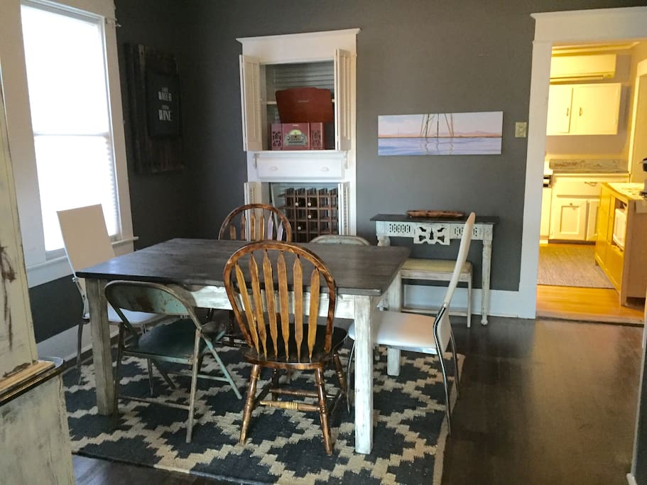 Room for 6 to gather around a #Farmhouse Table