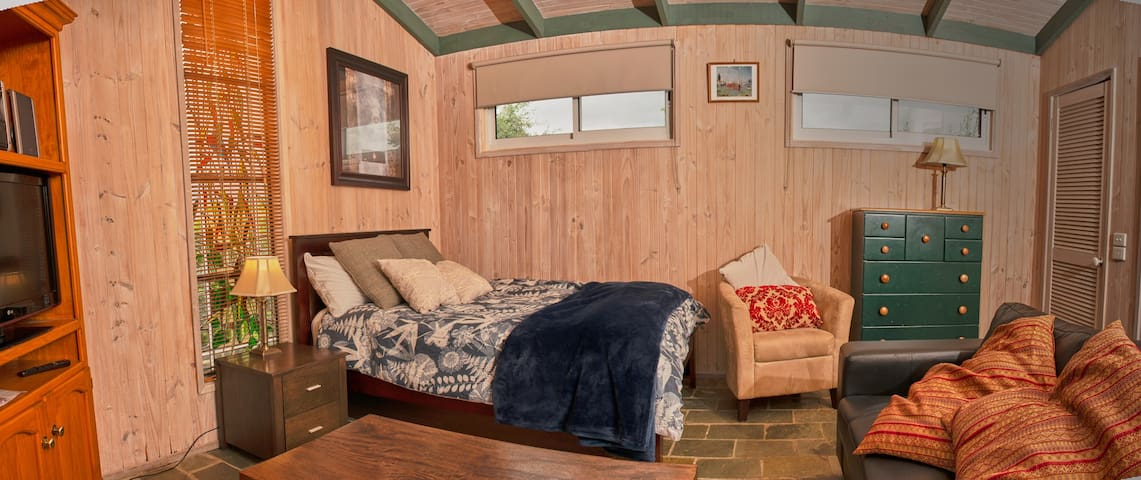 Pool house is a seperate dwelling with double bed, bathroom and toilet and shower . The pool house has a drying room , TV and entertaining unit and heating and cooling .