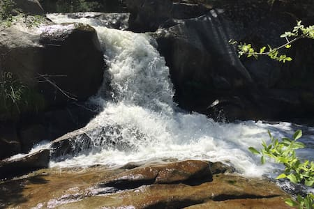 Waterfalls and River near Yosemite - Oakhurst - Hus
