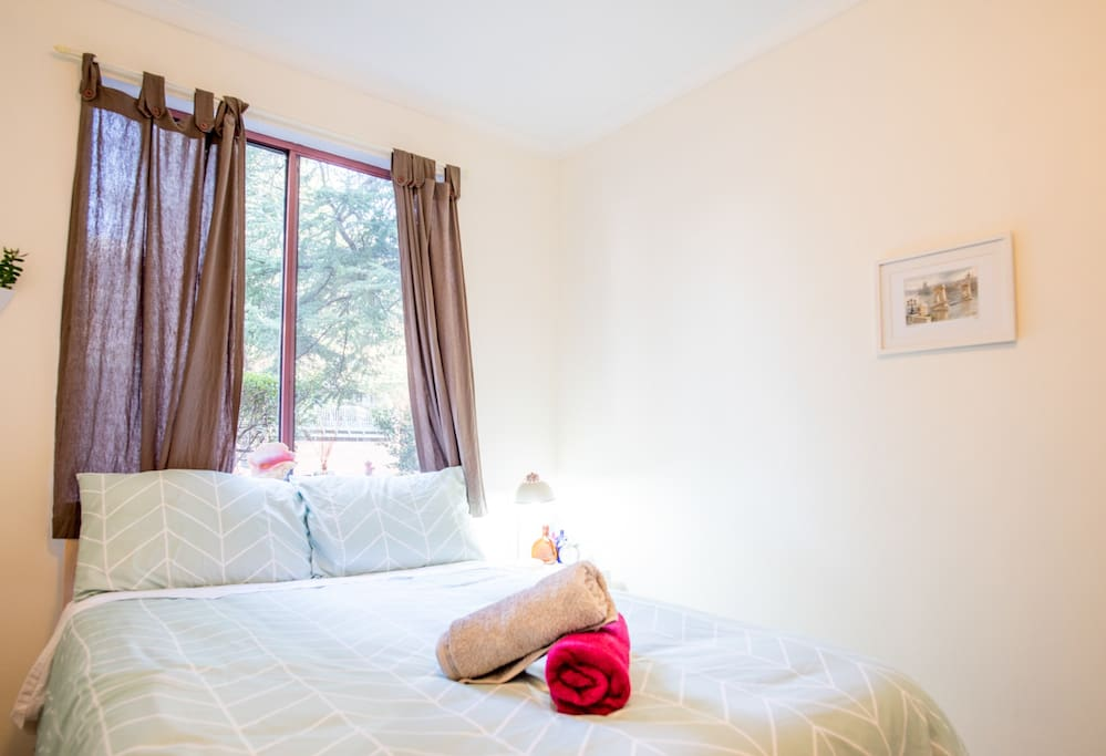 Cosy room with double bed and built-in-robes