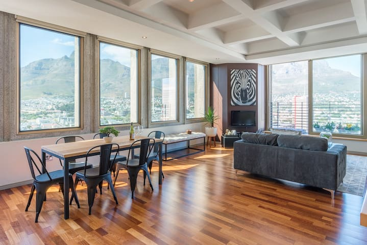 Above it all, Opulent Apartment, central, views!