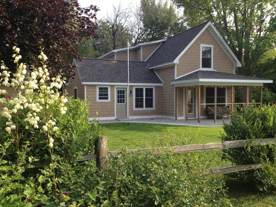 Willow Cottage with 4 bedrooms and 3 bathrooms