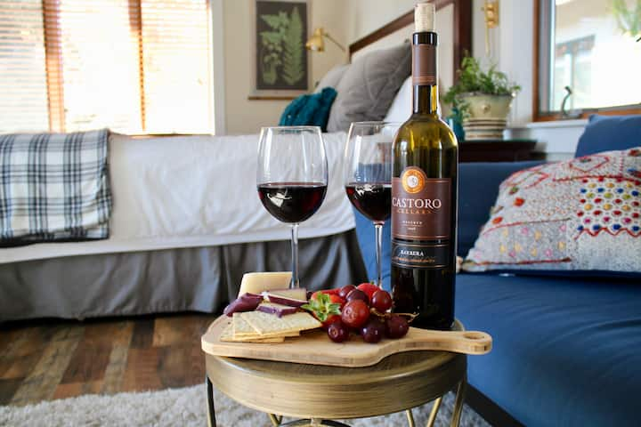 Romantic Vineyard Guesthouse - 2 min from wineries