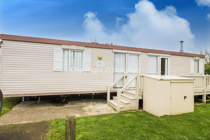 Caravan for hire at Breydon water holiday park near Great Yarmouth ref 10028CW