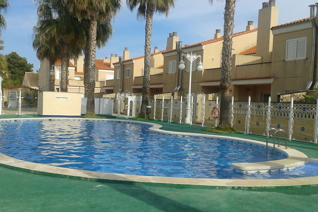 Adosado familiar con piscina townhouses for rent in sagunto for Piscina sagunto