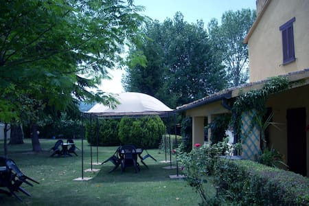 House with pool and garden close to Assisi - Cannara - Hus