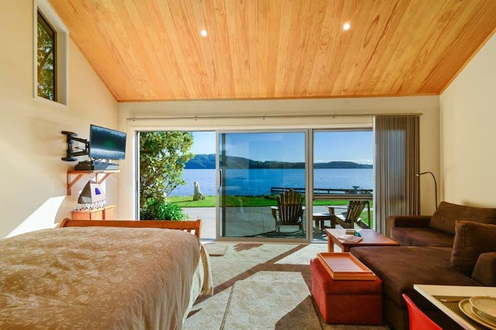 Luxury Lakeside Bed and Breakfast