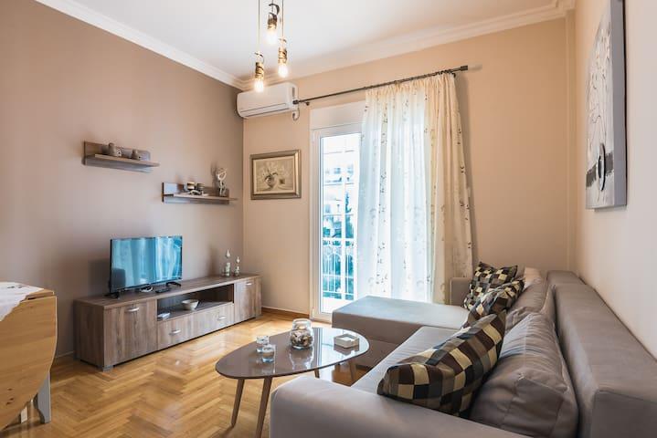 A wonderful Acropolis apartment next to the metro