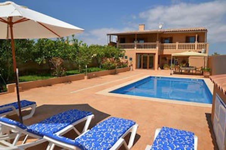 Ferienhaus mit Pool 400m vom Strand - S'Illot - Huis