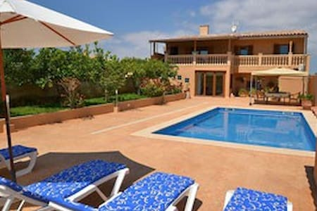Ferienhaus mit Pool 400m vom Strand - S'Illot - Дом