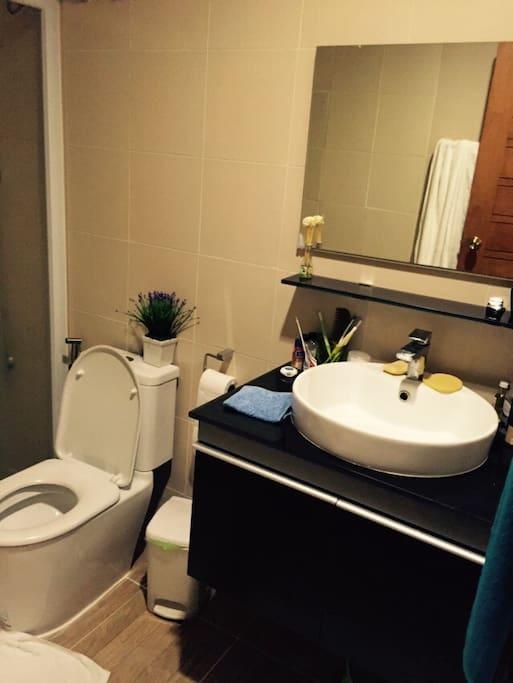 Toilet& Shower