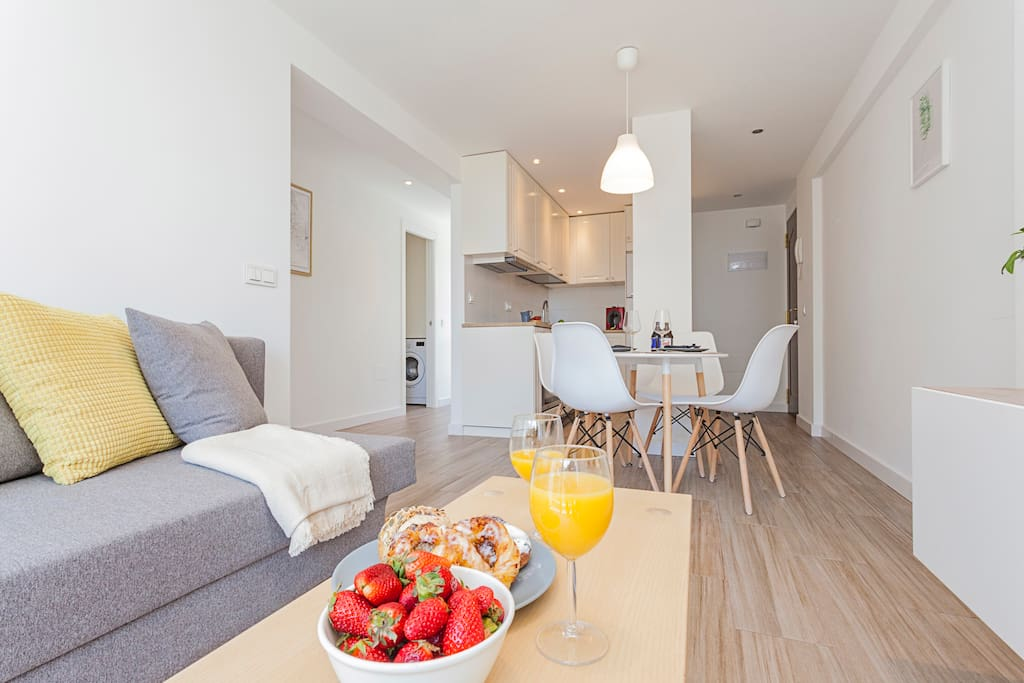 """""""Thanks a lot for the amazing holidays! We really enjoyed our stay, everything went fine and the communication was excellent! Fab is the best host we ever had! :-) We will definately recommend him and this apartment :-)"""" Julia - Apr 2018"""