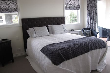 Dashing Rocks B&B - Timaru - Bed & Breakfast
