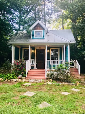 Charming, cozy cottage for two | Close to UGA