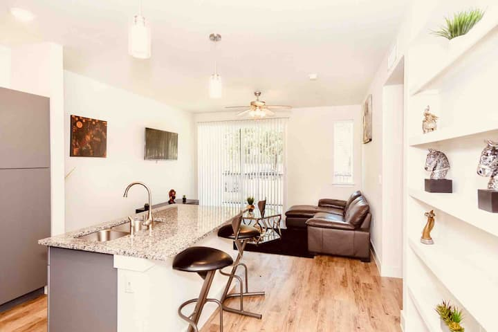 Futuristic & Highly Comfortable 1BR 8min to DT-ATX