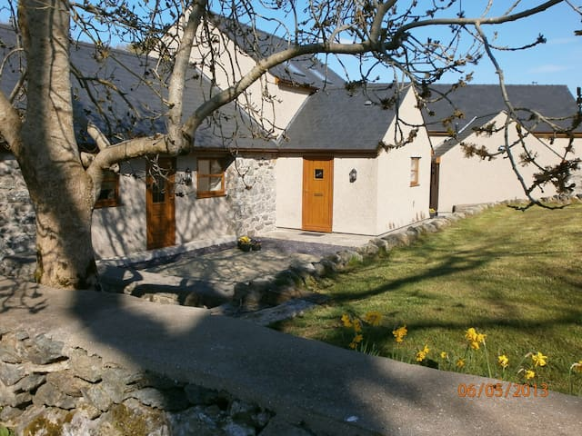 Cottage in peaceful rural setting - Llandegfan - Dom