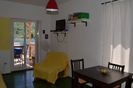 Grebaville_Charming sunny apartment by the beach - Grebaštica - Appartement