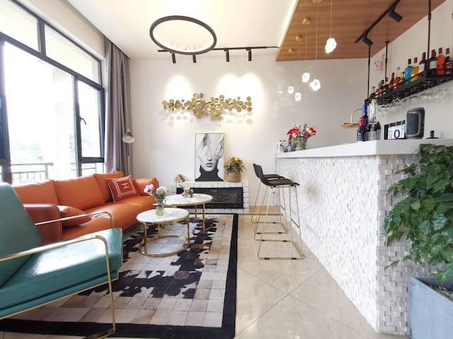 莫干山花赞庾村庭院泳池阳台大床房