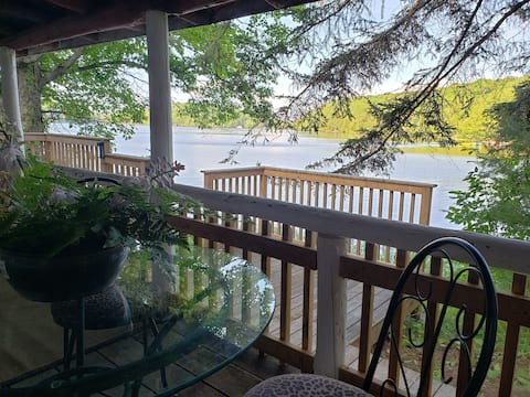 Khushi Kottages - Authentic Log Cabin on the lake with dock and kayak access.