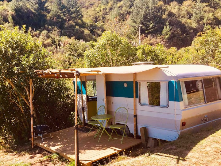 Cute caravan, private n peaceful in Pohara