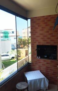 Apto. 2 quartos, c/ sacada -> 50m da praia - Florianopolis