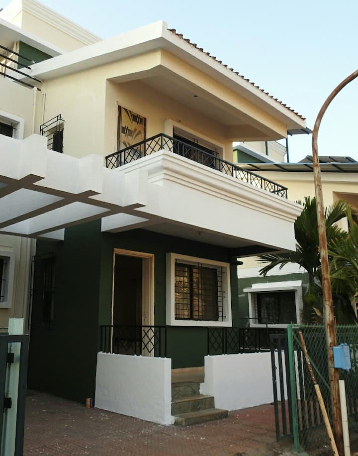 Reena Cottage  4 *Entire Bungalow* Shrivardhan