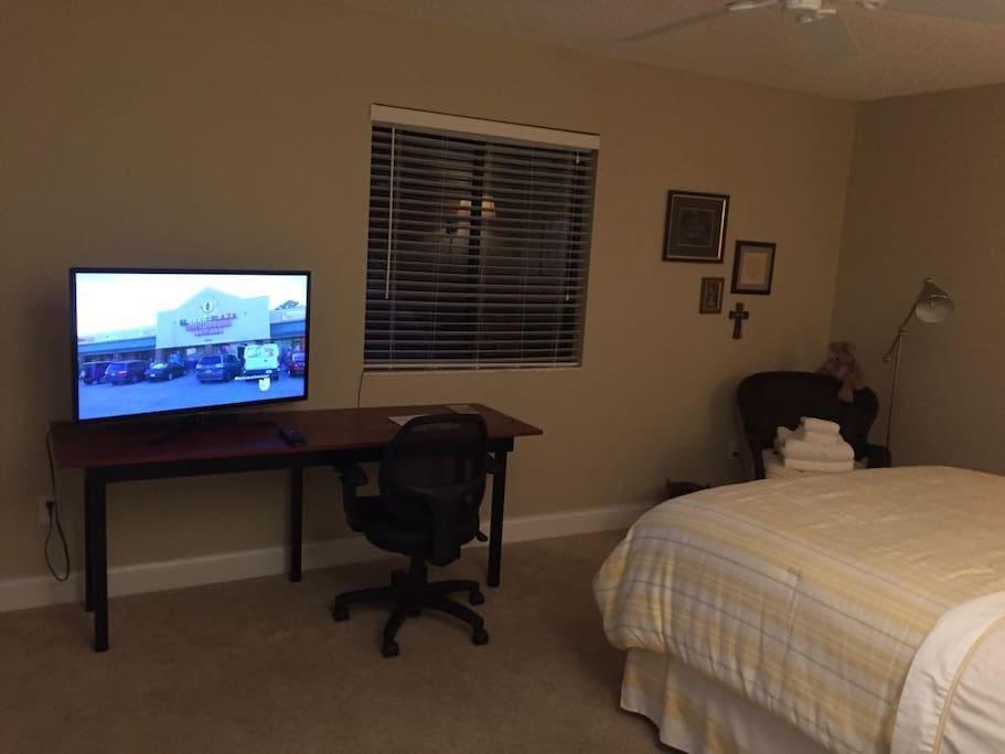 Bedroom, TV and desk