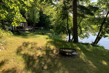 Secluded Beautiful Camping right on the lake!