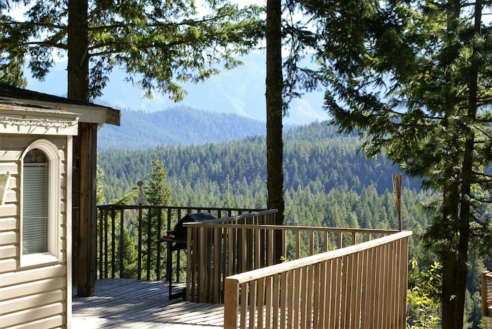 Eagles Nest Cabin, sweeping views/hi bank riverfrt - Leavenworth - Cabin