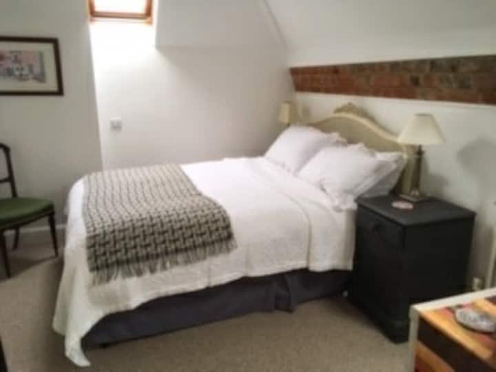 Well furnished room  in central Wareham