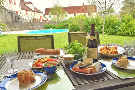 Charming old blacksmith house with swimming pool - Sainpuits - Dům