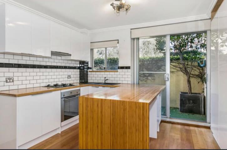 CHEAP BEDROOM - MANLY