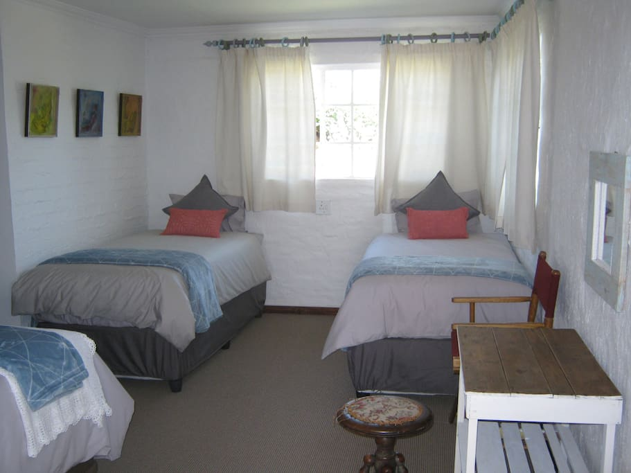 Main bedroom right view - 2 x 3/4 beds