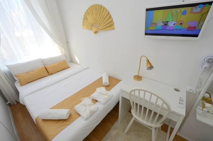 Уютная комната  в самом центре - Yekaterinburg - Apartamento