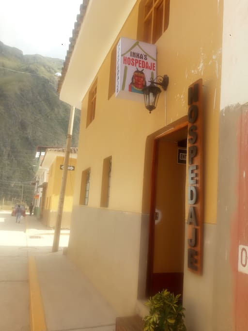 Hostal INKA'S is located in Ollantaytambo, 10 minutes walk to the Train Station to Machupicchu