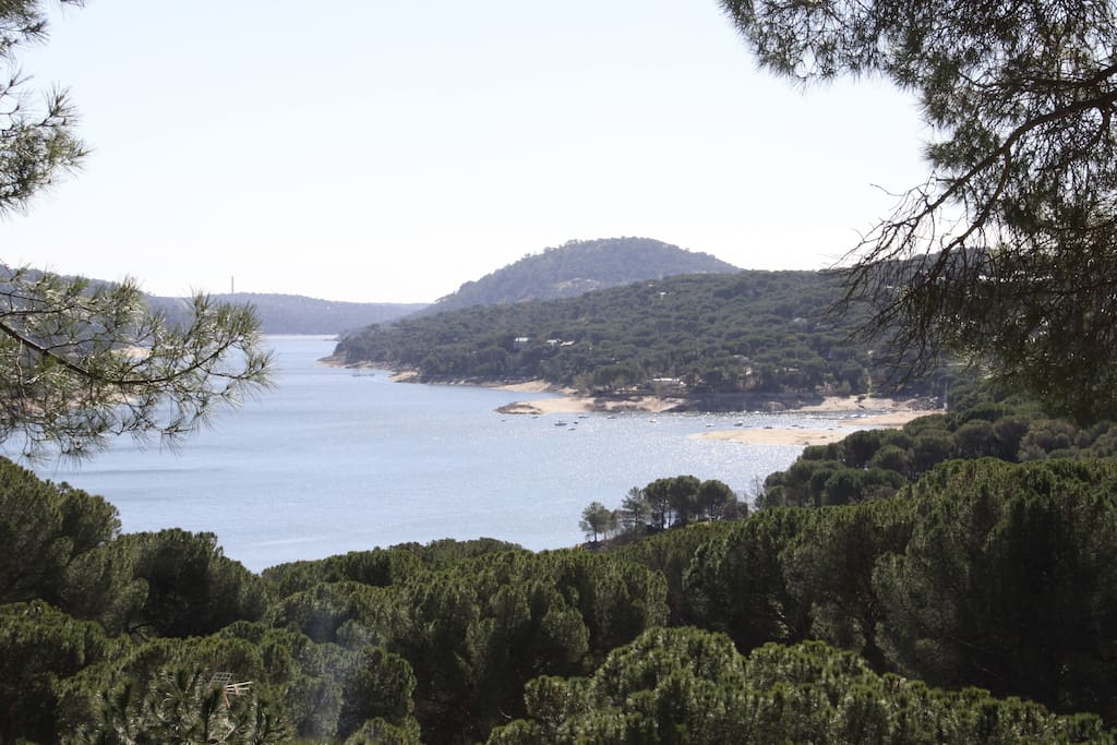 A orillas del lago apartamento 23 houses for rent in for Piscina climatizada san martin de valdeiglesias