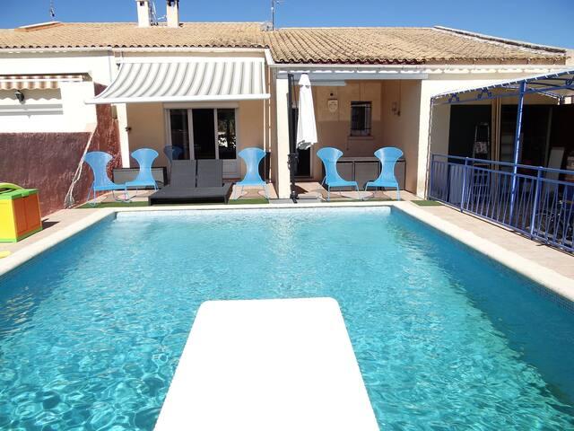 Chambre privée dans villa avec piscine à Mauguio