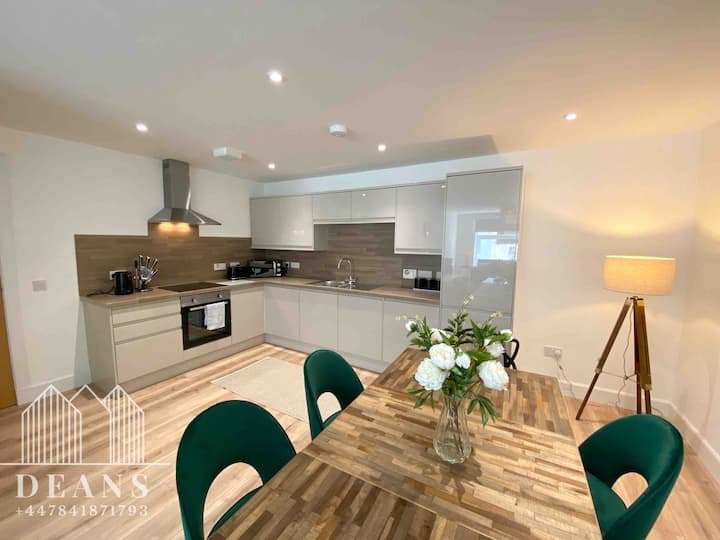 High Street, Luxury City Centre Apartment, 3 Bed