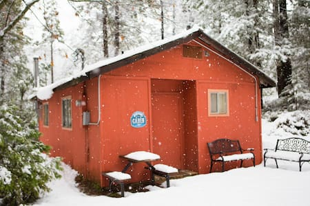 Romantic Ski Cabin with Fireplace in Twain Harte - Twain Harte - Cabana