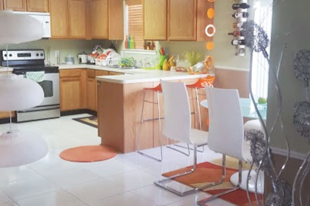 Well equipped Kitchen and Dinning area